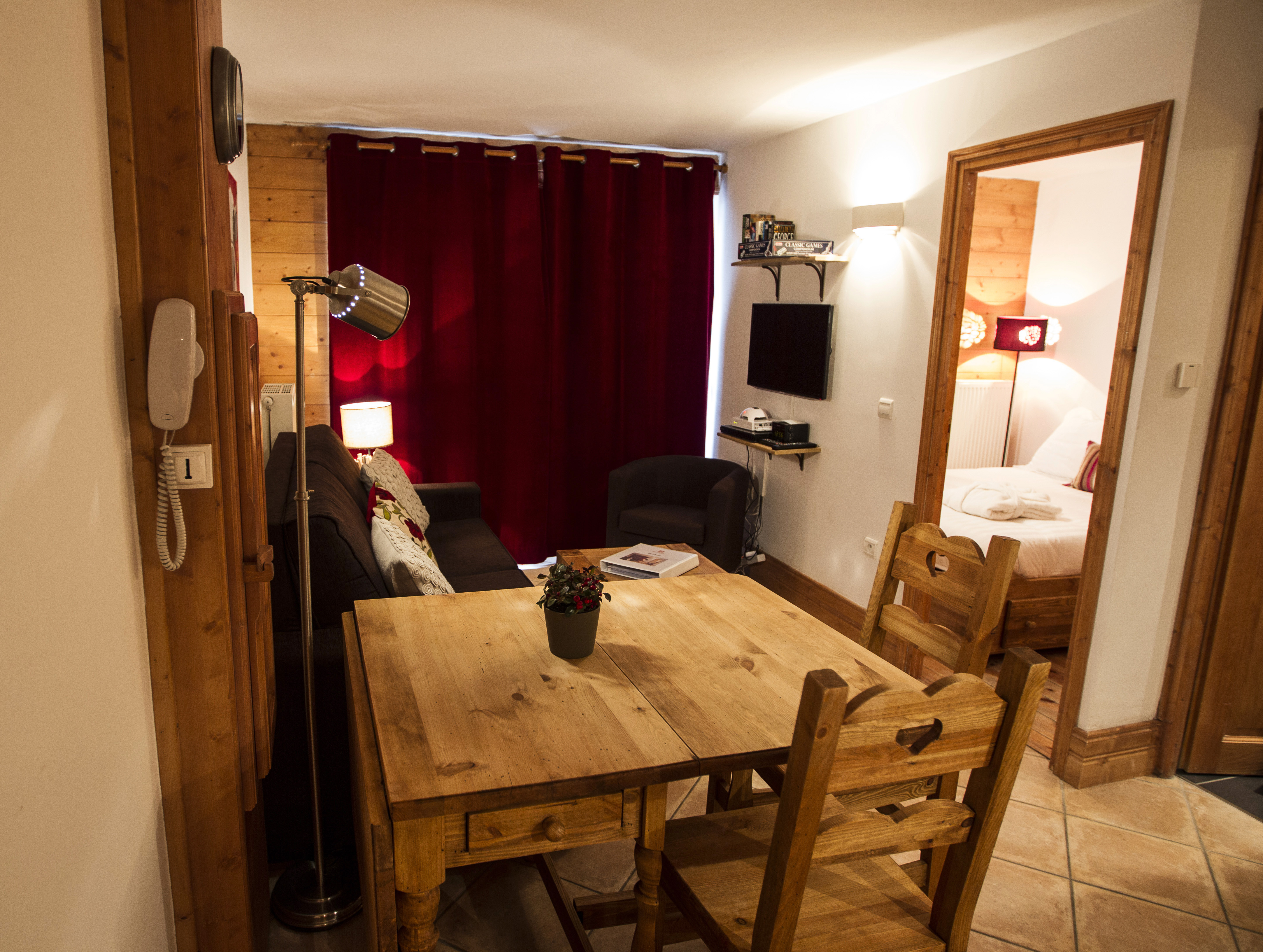 Holstein Overview Hauts Hameaux Val D'Isere Ski Holidays
